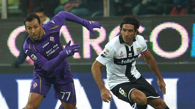 Mounir El Hamdaoui gets away from Alessandro Lucarelli