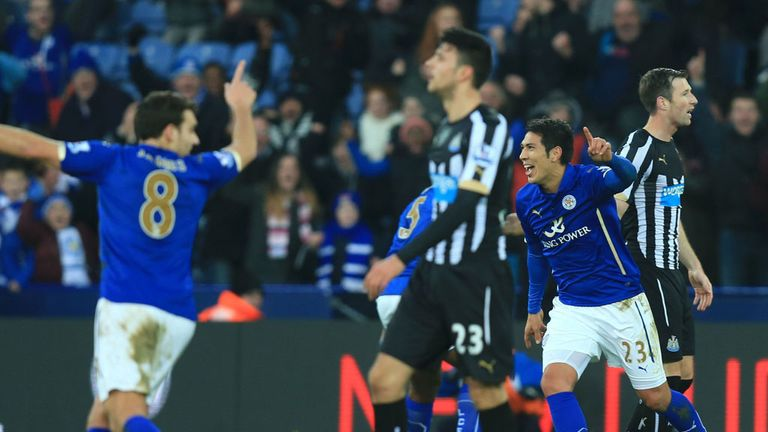 Leicester City's Leonardo Ulloa celebrates scoring the opening goal during the FA Cup Third Round match at the King Power Stadium, Leicester.