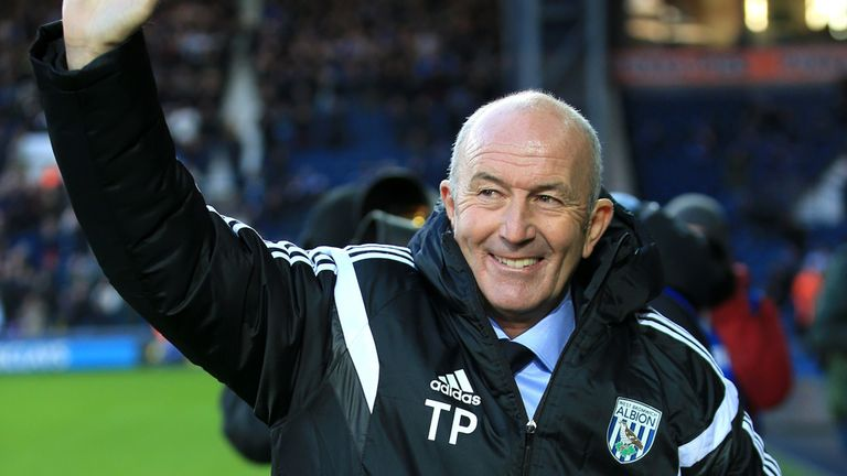 New West Bromwich Albion manager Tony Pulis waves to the fans before the FA Cup Third Round match at The Hawthorns, West Bromwich.