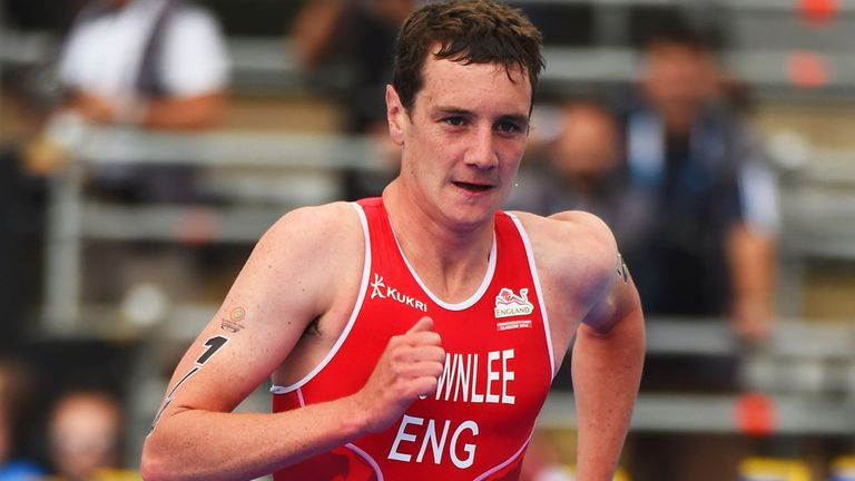 Alistair Brownlee won the inaugural World Triathlon Series race in his home city of Leeds.