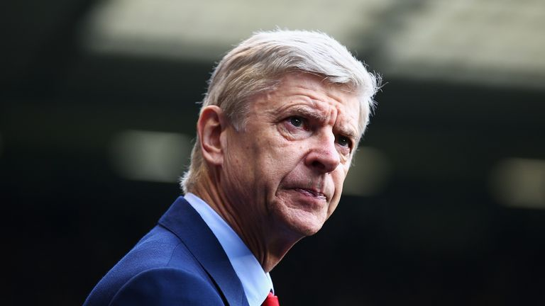 LONDON, ENGLAND - FEBRUARY 07:  Arsene Wenger, manager of Arsenal looks on during the Barclays Premier League match between Tottenham Hotspur and Arsenal a