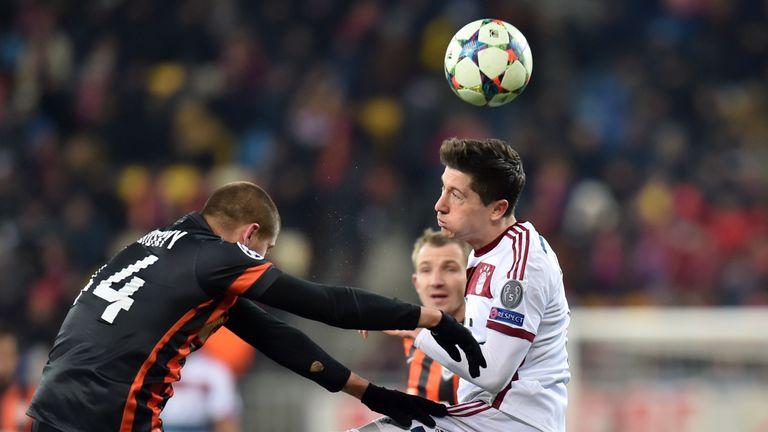 FC Bayern Munich's Robert Lewandowski (R) vie during their UEFA Champions League, Round of 16  football match FC Shakhtar vs FC Bayern.