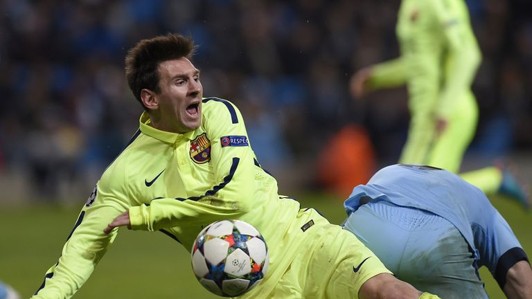 Pablo Zabaleta brings Messi down in the first leg