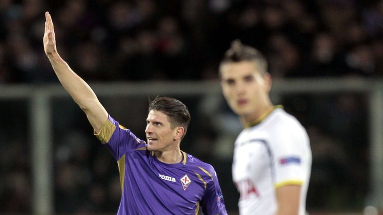 Mario Gomez celebrates his goal against Spurs
