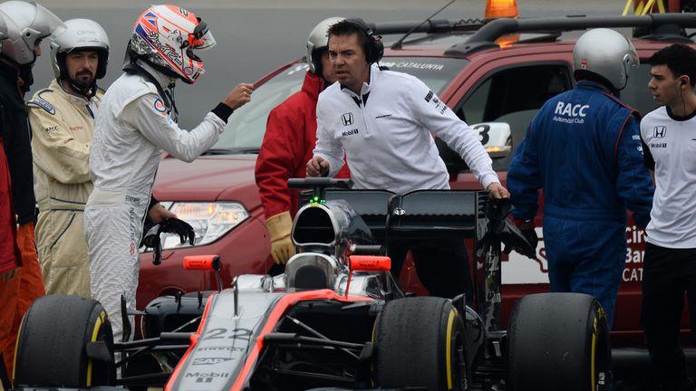 Jenson Button (GBR) McLaren MP4-30 stops on track