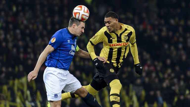 Young Boys' Guillaume Hoarau (R) vies for the ball with Everton's Phil Jagielka