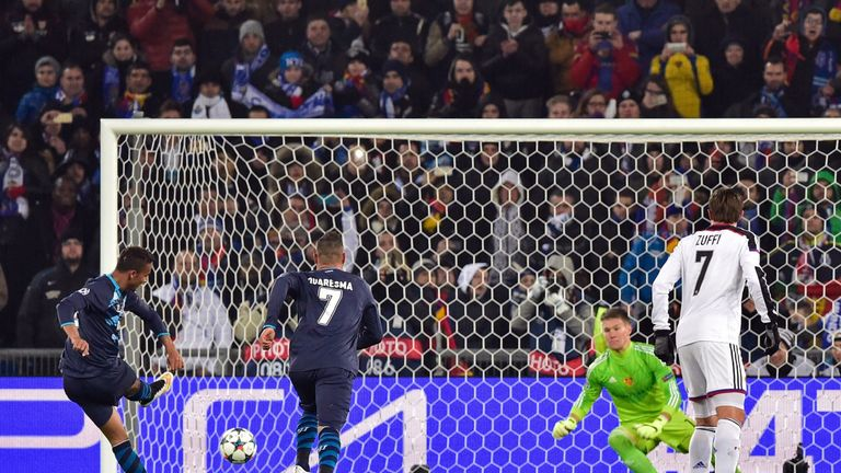cores a penalty kick past Basel's Czech goalkeeper Tomas Vaclik (2nd R) to equalize during the UEFA Champions League round of 1