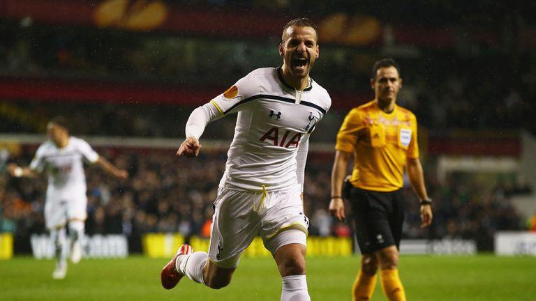 Roberto Soldado of Spurs celebrates