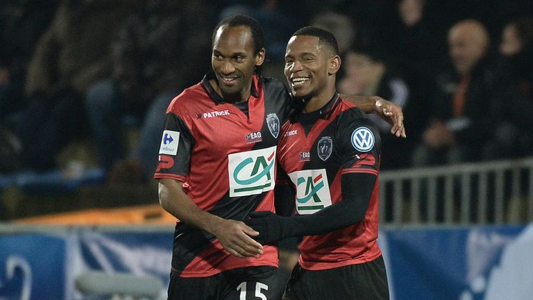 Guingamp's French midfielder Claudio Beauvue (R) celebrates with Guingamp's French defender Jeremy