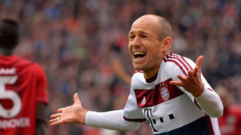 Arjen Robben tries to get his point across