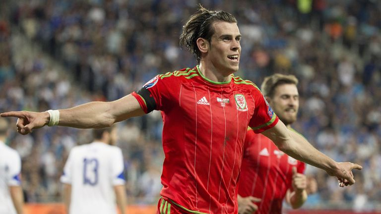 Wales' midfielder Gareth Bale celebrates