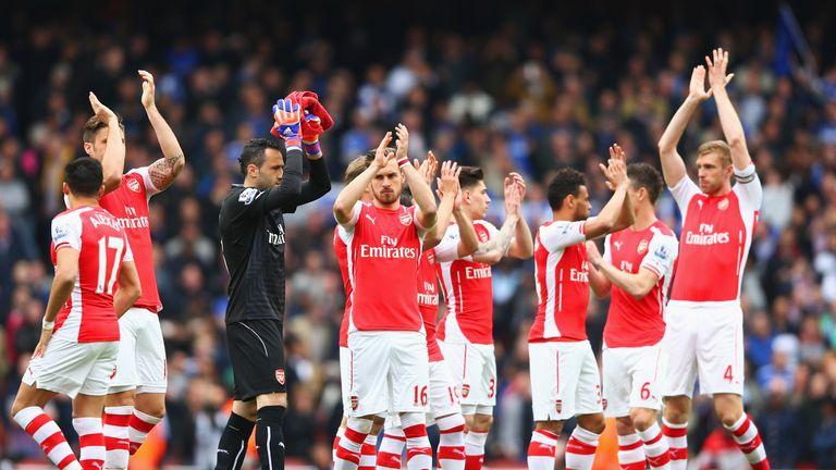 Arsenal players applaud crowd before clash v Chelsea, Premier League