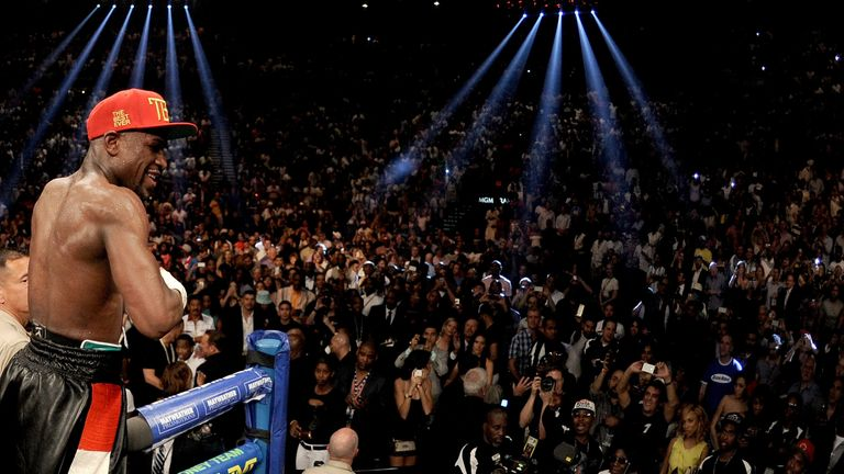 LAS VEGAS, NV - MAY 03:  Floyd Mayweather Jr. celebrates after defeating Marcos Maidana by majority decision in their WBC/WBA welterweight unification figh