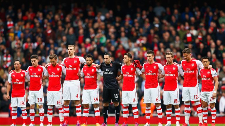 LONDON, ENGLAND - APRIL 26:  Arsenal players mark the upcoming anniversary of the Bradford City fire disaster with a minutes silence prior the Barclays Pre