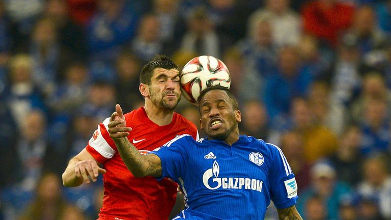 Jefferson Farfan vies for the ball with Freiburg's Stefan Mitrovic