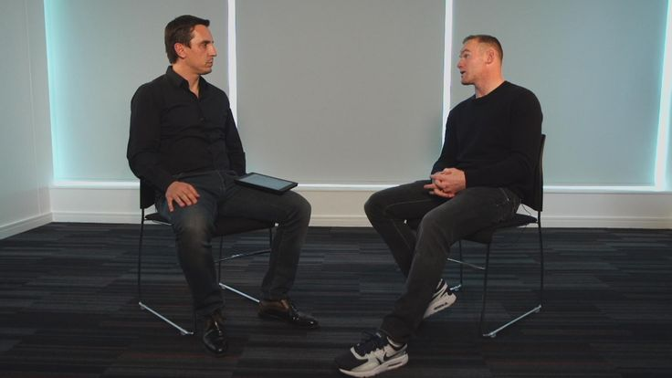 Wayne Rooney spoke to Gary Neville about Manchester United's season