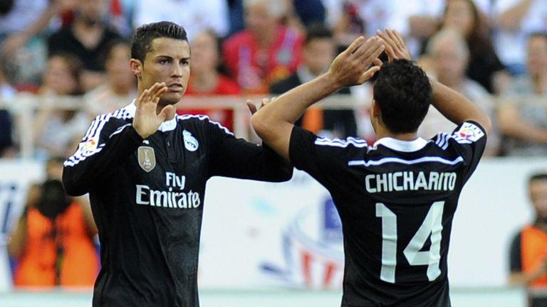 Real Madrid's Portuguese forward Cristiano Ronaldo (L)