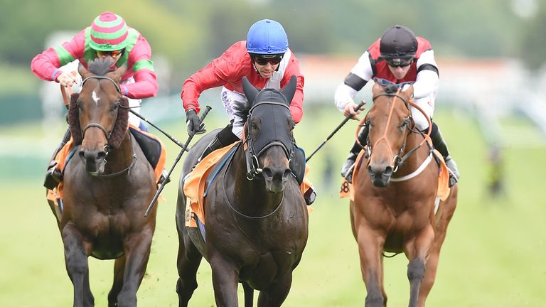 Kingsgate Native stays on strongly to score at Haydock.