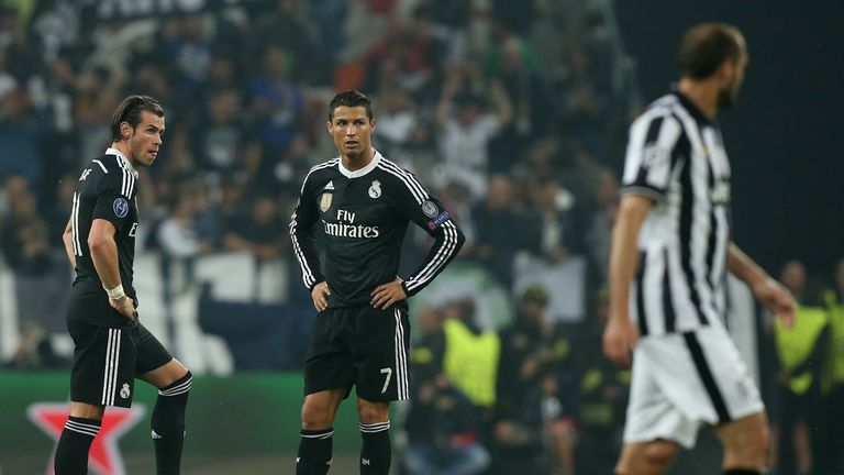 Real Madrid's Portuguese forward Cristiano Ronaldo (C) and Real Madrid's Welsh forward Gareth Bale (L) react after Juventus goal
