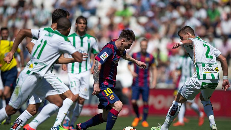 Lionel Messi (2ndR) of FC Barcelona competes for the ball with Aleksandar Pantic (R) of Cordoba CF during the La Liga match betwe