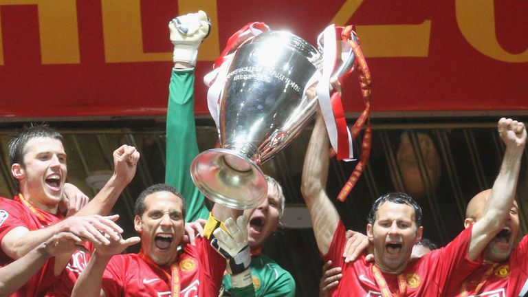 Rio Ferdinand and Ryan Giggs of Manchester United celebrate with the trophy after winning the UEFA Champions League final