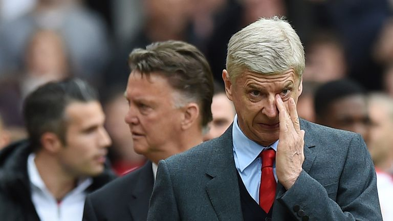 Robin van Persie, Louis van Gaal and Arsene Wenger make their way to the bench before Manchester United take on Arsenal