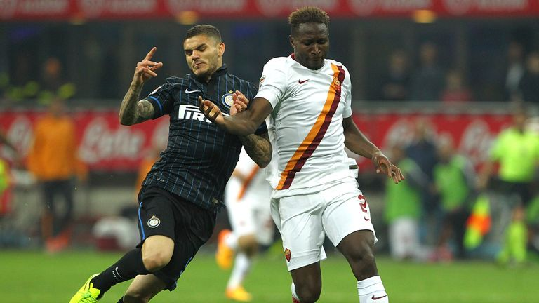 MILAN, ITALY - APRIL 25:  Mauro Emanuel Icardi (L) of FC Internazionale Milano competes for the ball with Mapou Yanga-Mbiwa (R) of AS Roma during the Serie
