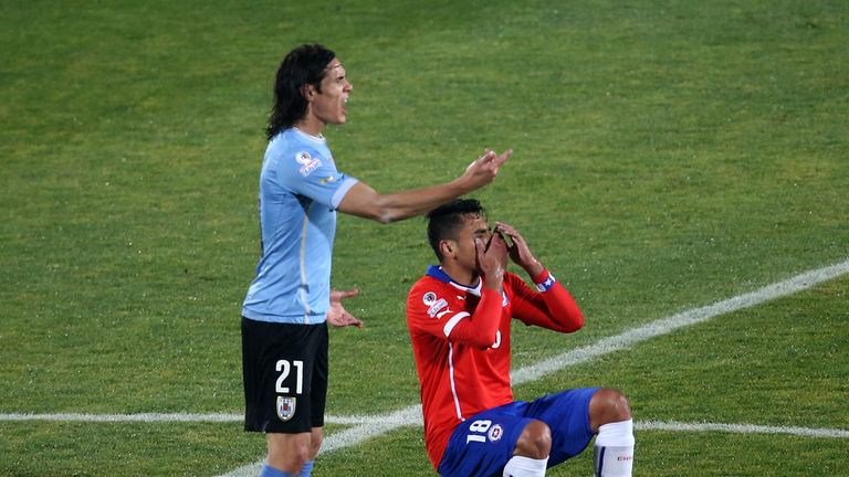 Uruguay's forward  Edinson Cavani (L) and Chile's defender Gonzalo Jara gesture during their 2015 Copa America football championship quarterfinal match