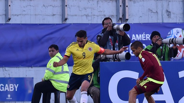 Colombia's forward Radamel Falcao (L) vies for the ball with Venezuelan Ronald Vargas (R)