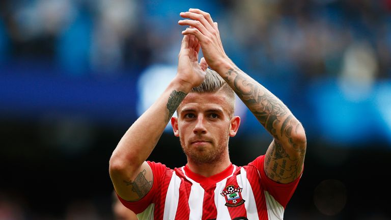 MANCHESTER, ENGLAND - MAY 24:  Toby Alderweireld of Southampton applaudes the fans after the Barclays Premier League match between Manchester City and Sout