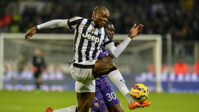 Juventus defender Angelo Ogbonna (L) fights for the ball with Fiorentina's Senegalese forward Khouma Babacar