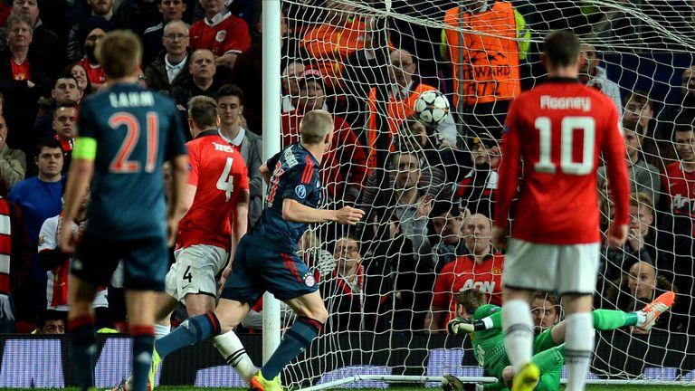Bayern Munich's German midfielder Bastian Schweinsteiger (C) scores his team's first goal past Manchester United's Spanish goalkeeper David de Gea (2R) to