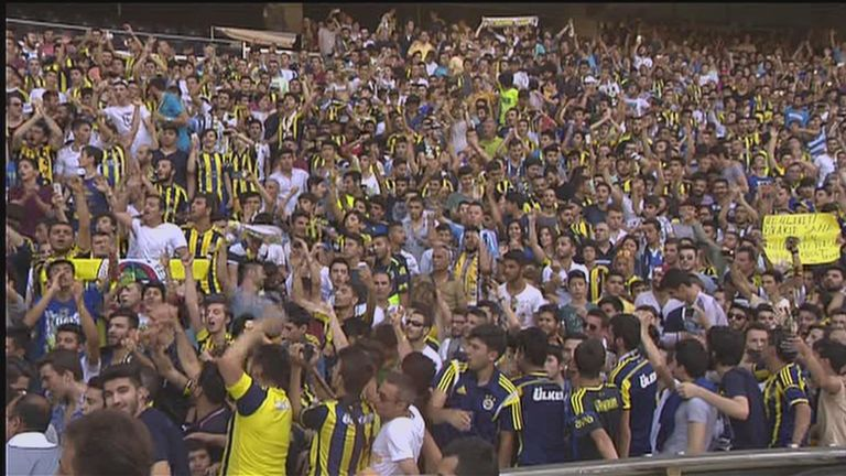 Thousands of fans gathered at the presentation ceremony