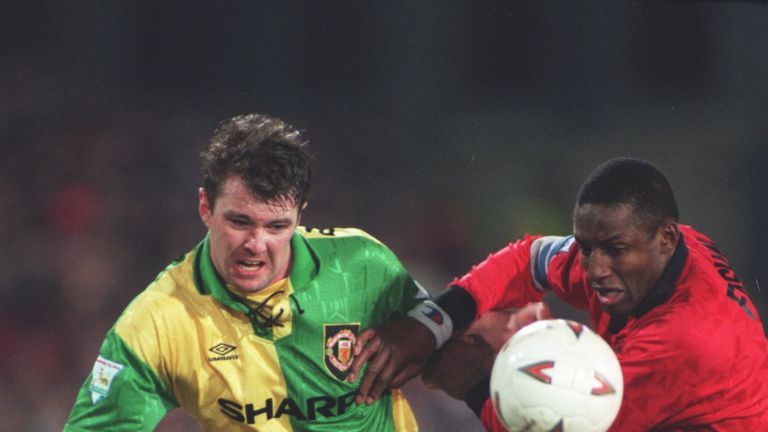 20 FEB 1994:  A PICTURE SHOWING GARY Pallister OF MANCHESTER UNITED FOOTBALL CLUB AS HE IS CHALLENGED BY JOHN FASHANU OF WIMBLEDON DURING THEIR FA CUP FIF