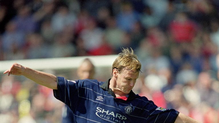 29 Apr 2000:  Teddy Sheringham of Manchester United in action during the FA Carling Premiership match against Watford at Vicarage Road in London.  Manchest