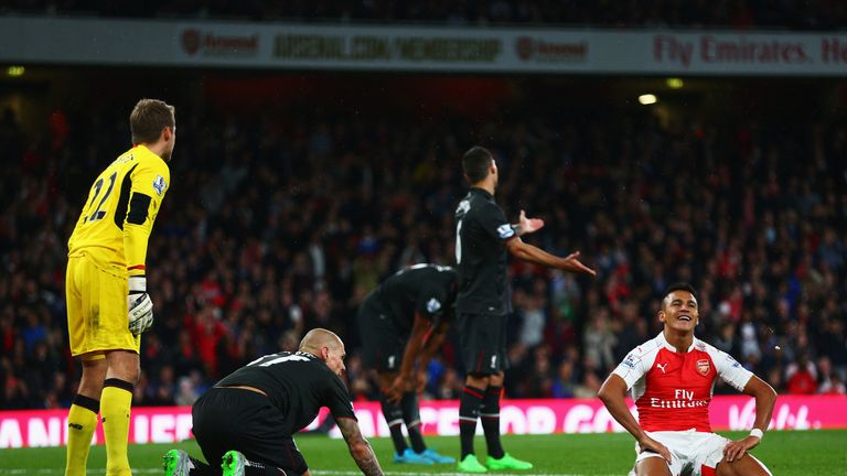 Alexis Sanchez reacts after failing to score during the match between Arsenal and Liverpool
