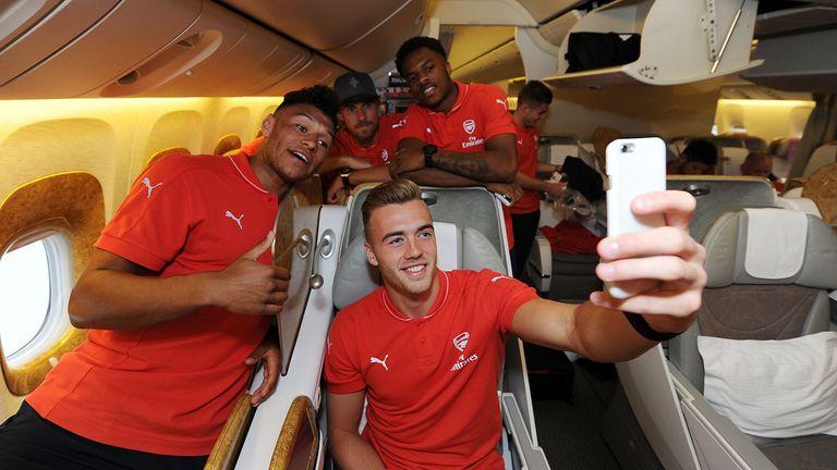 Alex Oxlade Chamberlain, Kieran Gibbs, Calum Chambers, Aaron Ramsey and Chuba Akpom of Arsenal take a selfie as they travel to Singapore