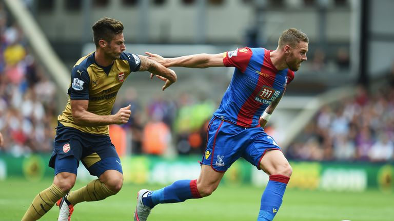 Connor Wickham of Crystal Palace goes past Olivier Giroud of Arsenal