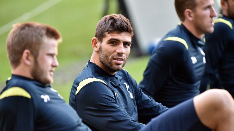 Federico Fazio (C) stretches with teammates during Tottenham's pre-season tour