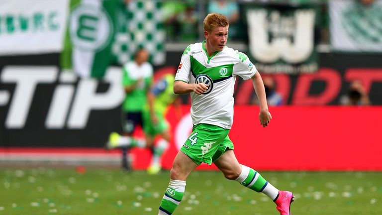 Kevin De Bruyne of Wolfsburg runs with the ball