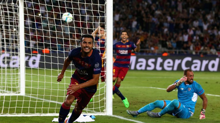 Pedro follows up Messi's effort to win the match.