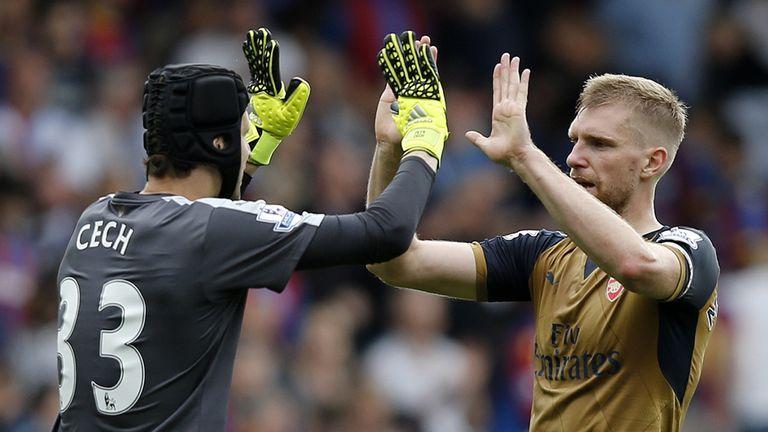 Petr Cech and Per Mertesacker celebrate