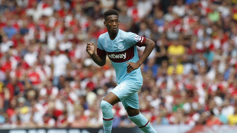 West Ham United's English defender Reece Oxford runs with the ball