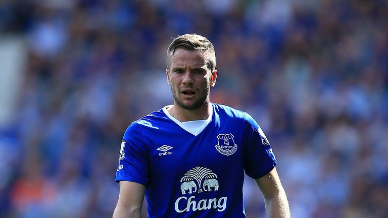 LIVERPOOL, ENGLAND - AUGUST 08:  Tom Cleverley of Everton during the Barclays Premier League match between Everton and Watford at Goodison Park on August 8