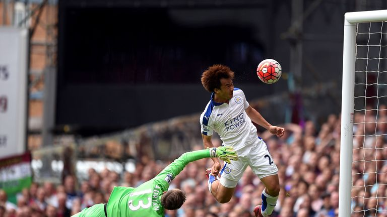 Shinji Okazaki heads Leicester in front
