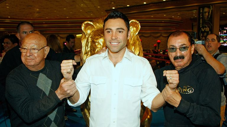 Ignacio Beristain (R) says Floyd Mayweather should have done more to entertain