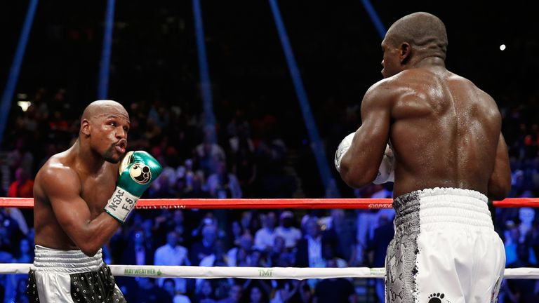 LAS VEGAS, NV - SEPTEMBER 12:  Floyd Mayweather Jr. dances around the ring in the final round against Andre Berto during their WBC/WBA welterweight title f