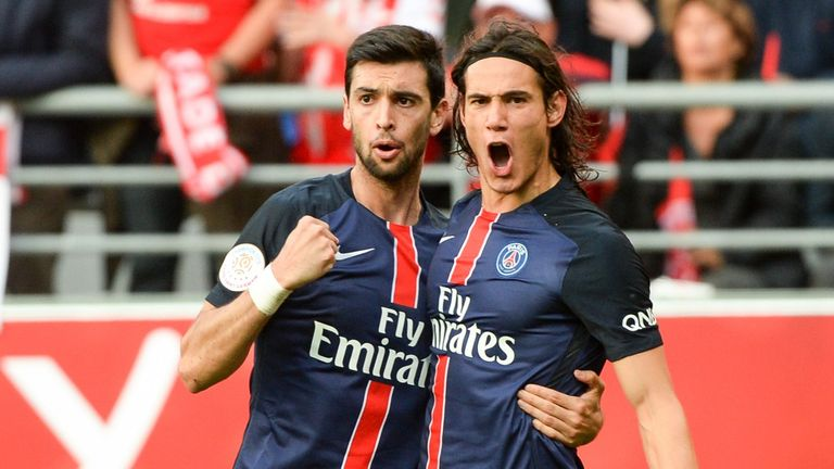 Edinson Cavani celebrates his winning goal for PSG