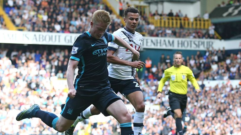 Kevin De Bruyne  opens the scoring for Manchester City after a fast counter attack.