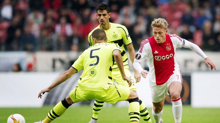Ajax's Viktor Fischer (R) vies with Celtic Glasgow's Jozo Simunovic